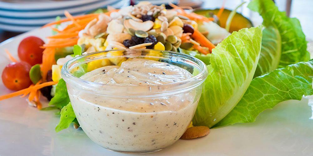 Proteinové dresinky a omáčky na saláty - Shutterstock