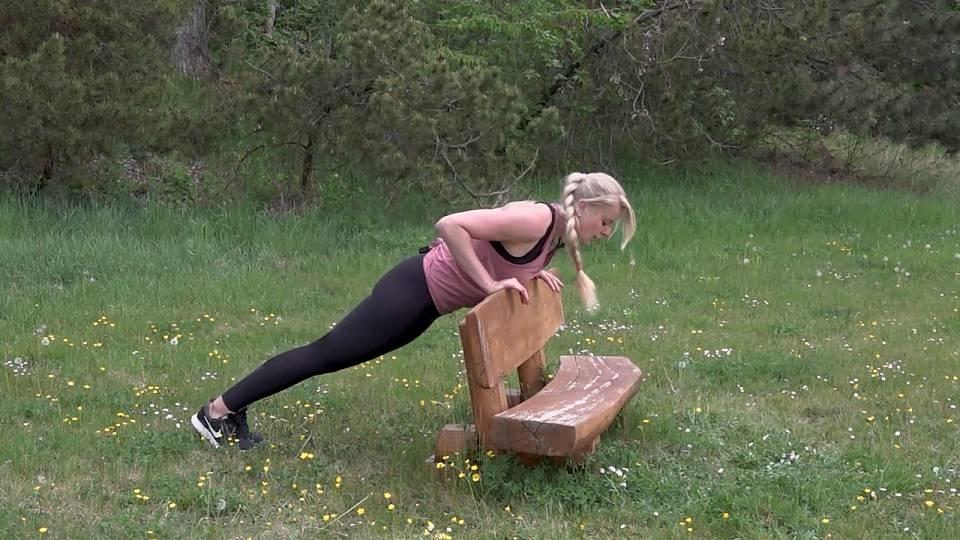 Cvičení na lavičce 5
